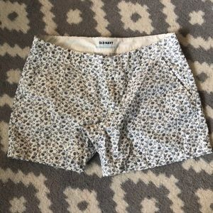 """Old Navy Blue and White Flower Shorts 5"""" inseam"""